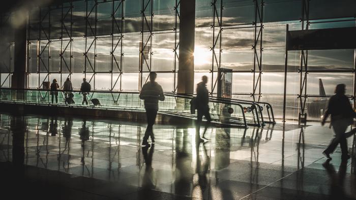 barcelona airport shadows
