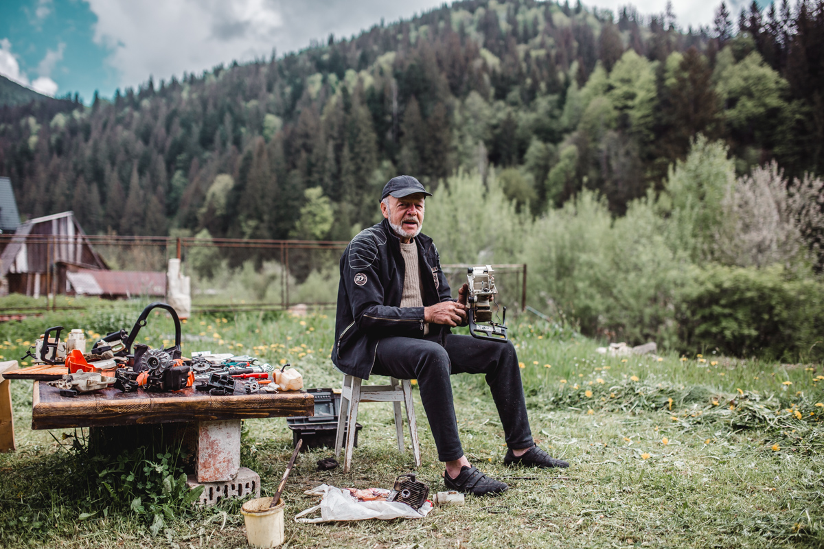 woodmaker ukraine mountains